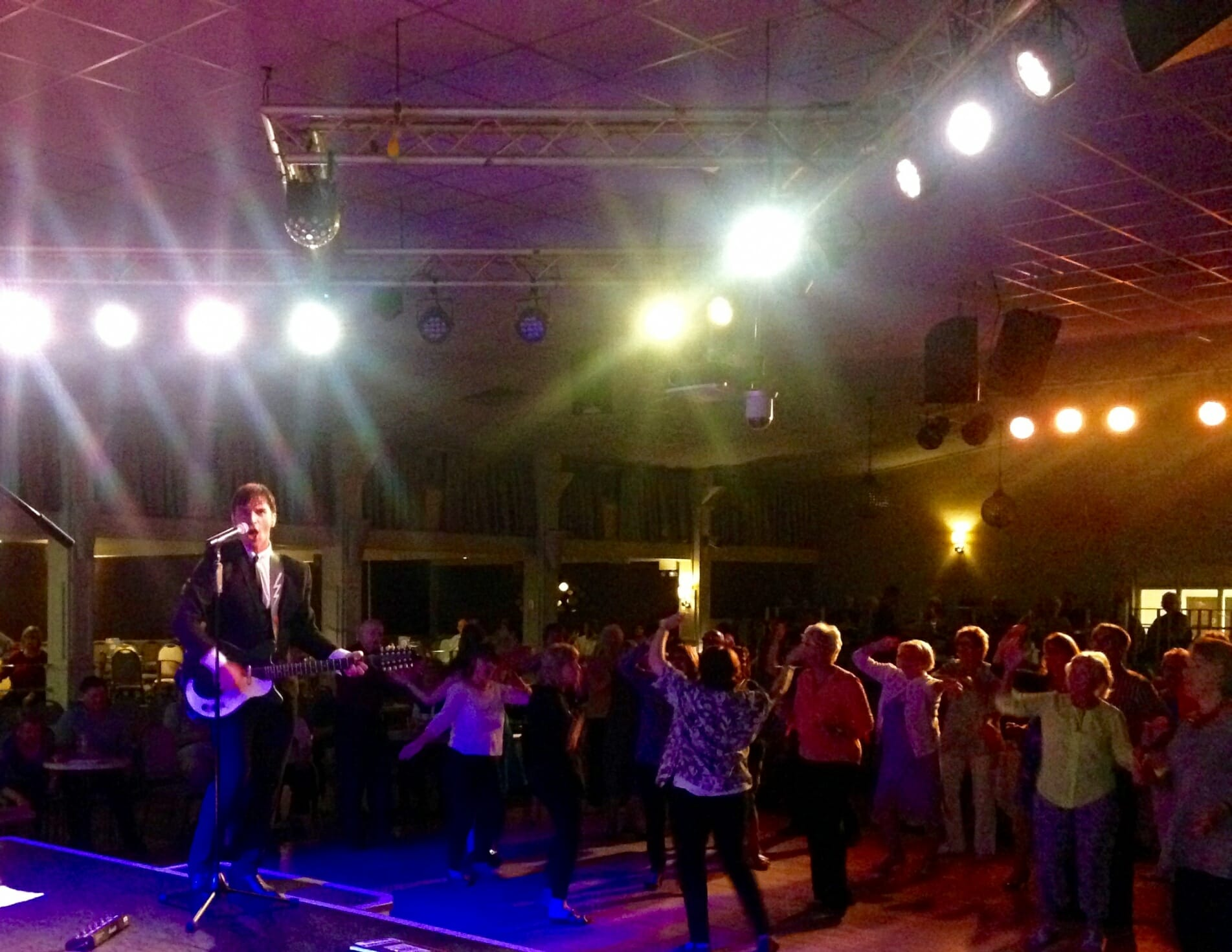 band in hants, band for hire in hampshire, The Zoots 1960s show in Hampshire, band for wedding isle of wight