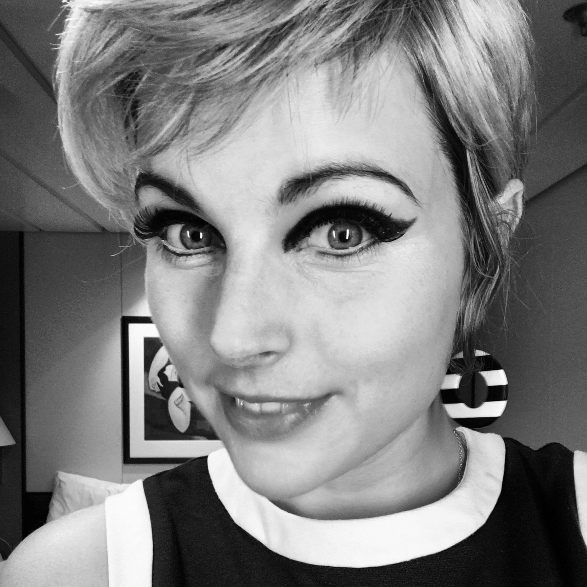 60s make up, 60s band, sixties eyeliner, 60s make up, 60s eyes, 60s dress, sixties dress, sixties band, The Zoots, Harriet Lowther